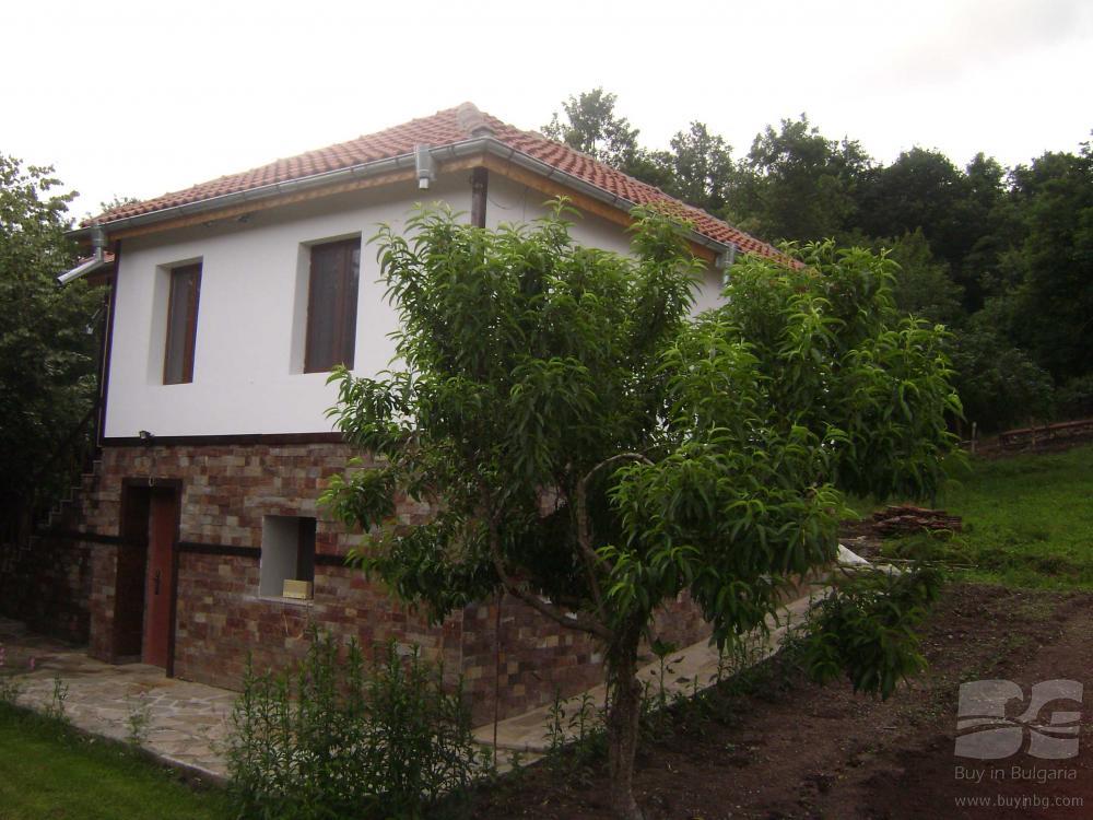 Не дорогие дома в греции в пригороде для 2 пенсионеров
